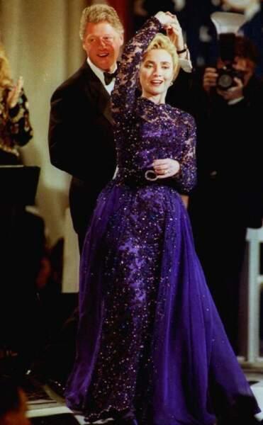 1993 : Hillary Clinton en sublime robe mauve