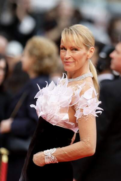 Estelle Lefébure était radieuse sur le red carpet du Festival de Cannes