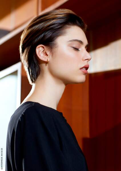 La coupe courte coiffée en arrière, un must de la rentrée