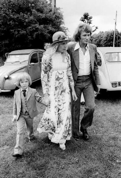 Johnny Hallyday, Sylvie Vartan et leur fils David en juin 1974