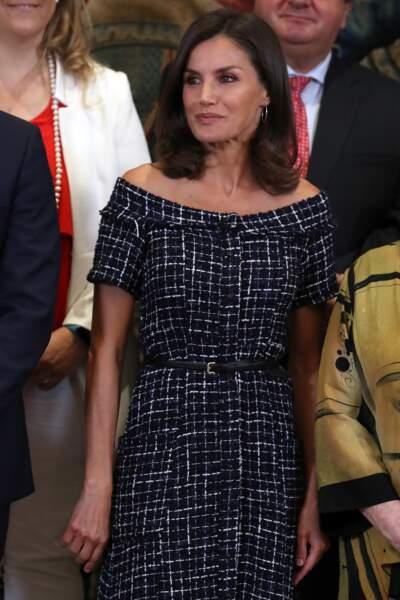 Letizia d'Espagne portait également une ceinture qui marquait sa taille fine