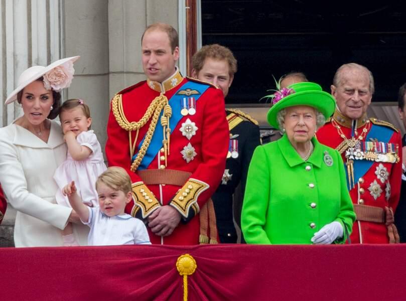 """La famille royale d'Angleterre au balcon lors de la cérémonie """"Trooping the Colour"""", le 11 juin 2016"""