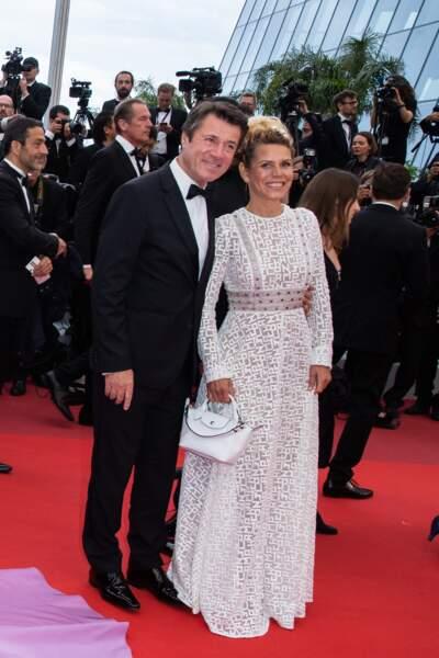 Laura Tenoudji déjà en robe estivale avec une robe longue bohème et légèrement transparente Longchamp
