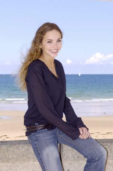 Claire Keim et ses cheveux longs agrémentés d'une tresse fine, un look romantique au festival de St Malo, en 2004