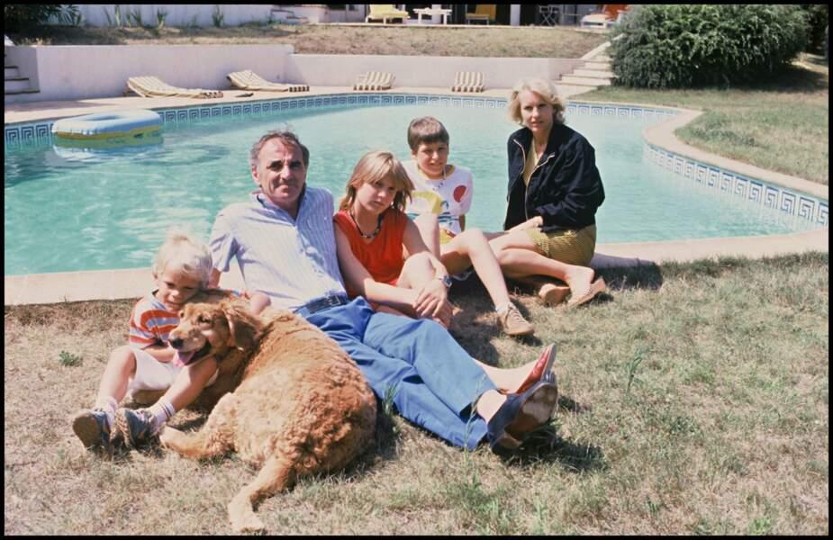 Charles Aznavour et sa femme Ulla, avec leurs enfants Katia, Mischia et Nicolas (1982)