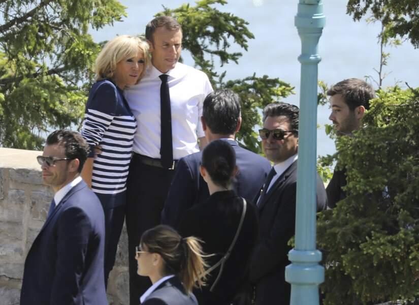 Brigitte Macron en marinière et baskets