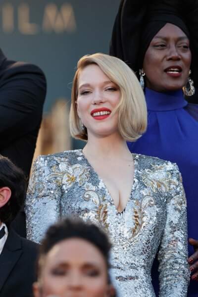Léa Seydoux change souvent de couleur de cheveux et porte à merveille le blond polaire sur son carré