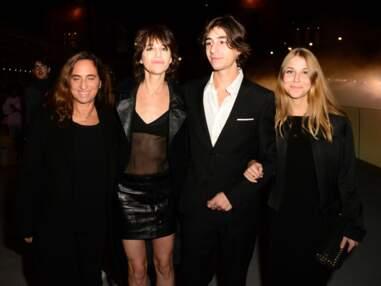 Ben Attal, le fils de Charlotte Gainsbourg, et sa petite amie réunis et complices au côté de l'actrice