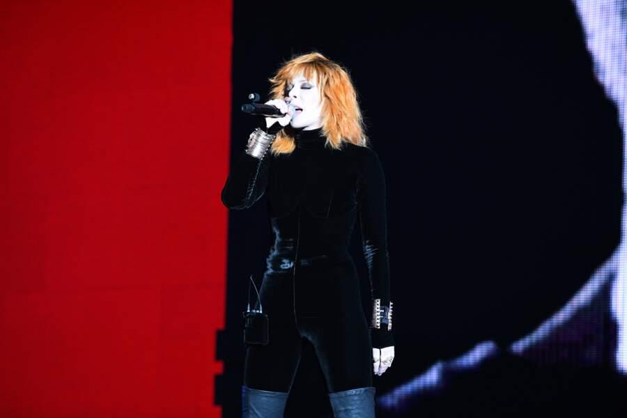 Mylène Farmer était habillée par Jean Paul Gaultier qui lui a confectionné 5 tenues adaptables