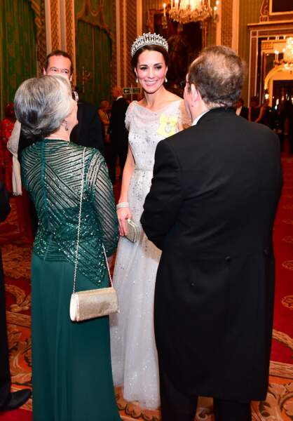 Kate Middleton sublime dans une robe scintillante Jenny Packham