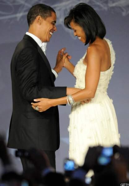 Barack fait danser Michelle au bal pendant sa soirée d'investiture à Washington, le 20 janvier 2009