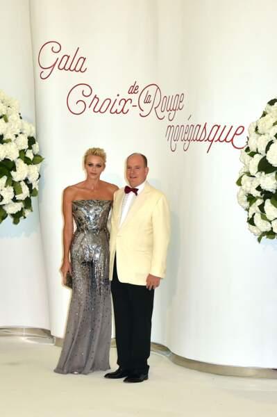 Le prince Albert II de Monaco et la princesse Charlène de Monaco lors du 69ème Gala de la Croix-Rouge