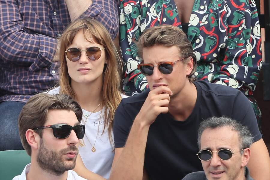 Ana Girardot et Arthur de Villepin attentifs à Roland Garros le 9 juin 2018