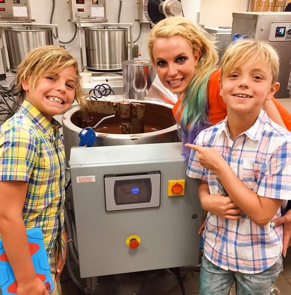 Les deux fils de Britney Spears visitent une fabrique de chocolat avec leur maman