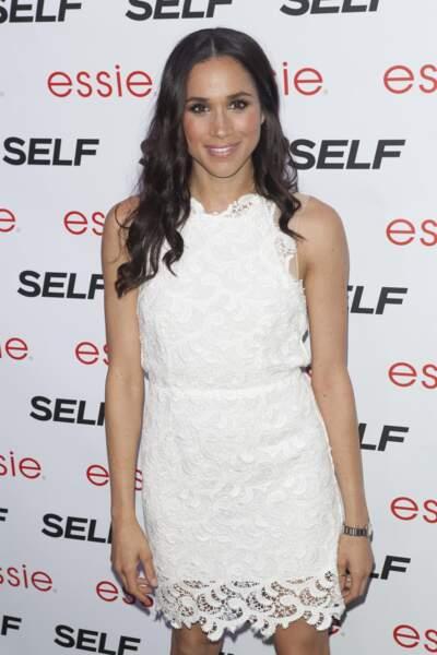 La robe mini en dentelle blanche, adoptée par Meghan Markle lors d'une soirée à New York en 2013