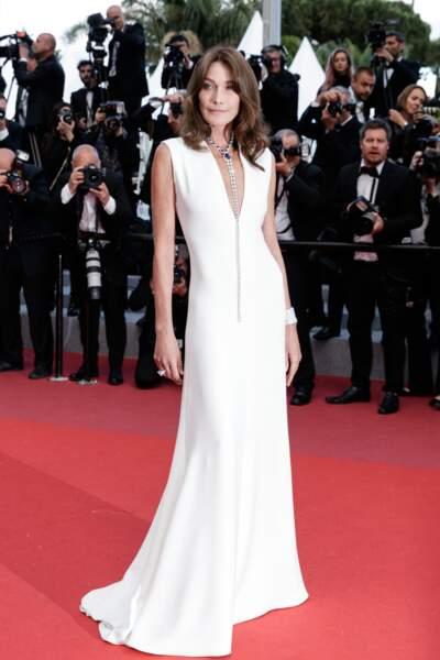 Carla Bruni-Sarkozy (51 ans), sublime en robe Dior Haute Couture, lors du festival de Cannes, en 2018
