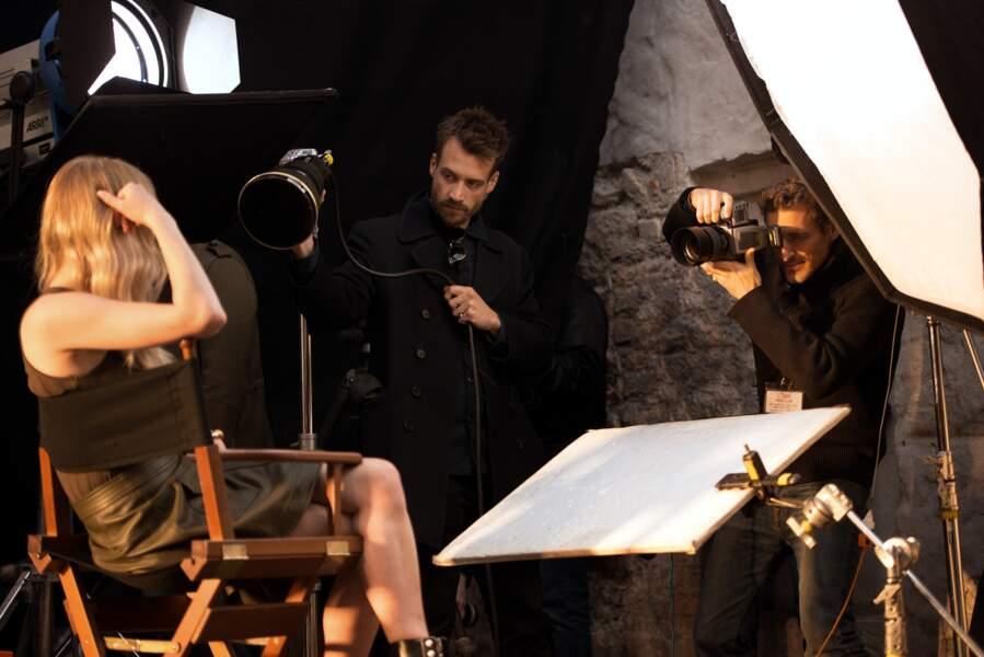 Sophie Turner en backstage lors du tournage de la pub Wella dont elle est égérie