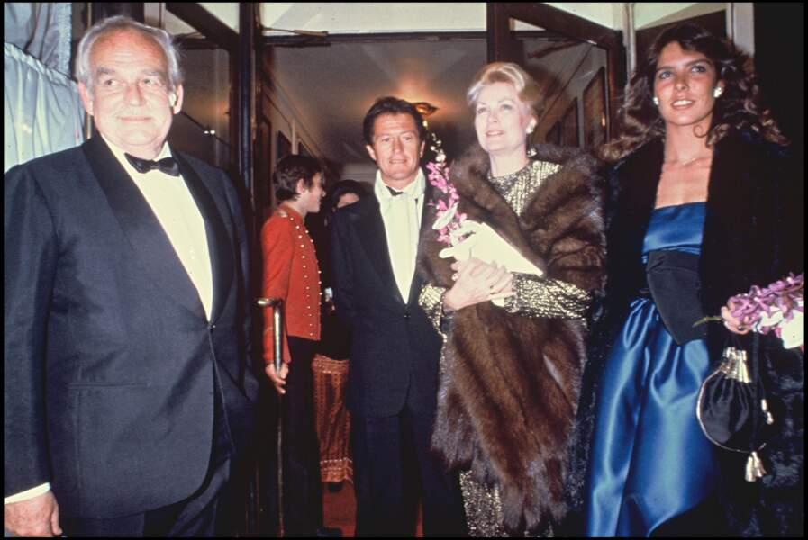 Caroline de Monaco et son mari Philippe Junot, aux côtés de Rainier et Grace de Monaco, chez Maxim's, en mars 1980