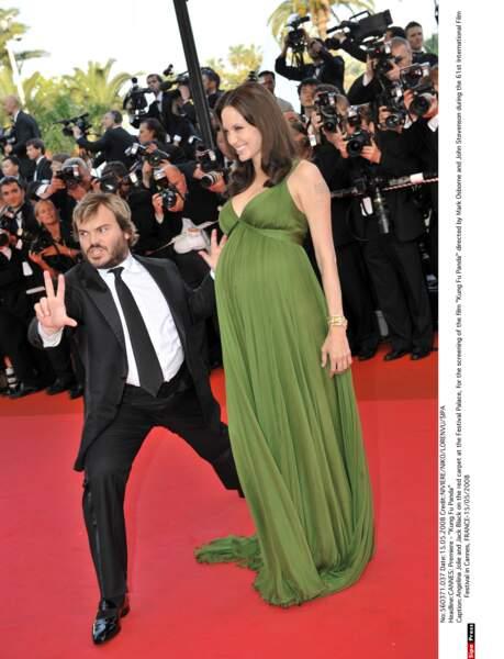 Angelina Jolie enceinte de ses jumeaux, un garçon et une fille, Knox Leon et Vivienne Marcheline