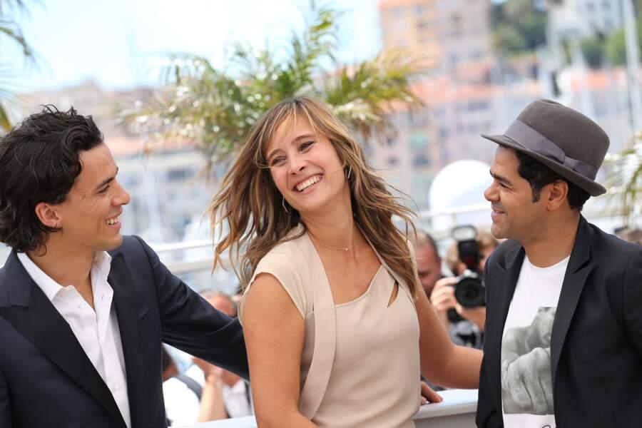 """Tewfik Jallab, Julie de Bona et Jamel Debbouze pour le photocall du film """"Né quelque part""""."""