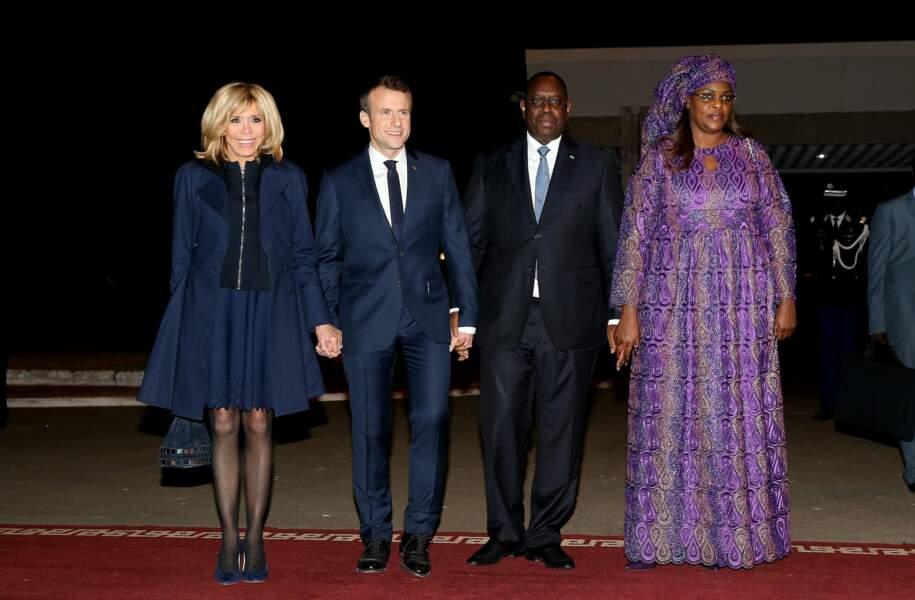 Emmanuel et Brigitte Macron, assortis en bleu nuit