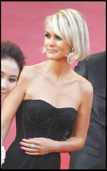 Laeticia porte un carré court très glamour pour la montée des marches du Festival de Cannes 2009