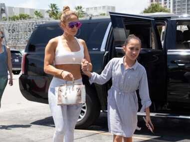 PHOTOS - Jennifer Lopez fait la fierté de sa fille Emme en superbe tenue de gym