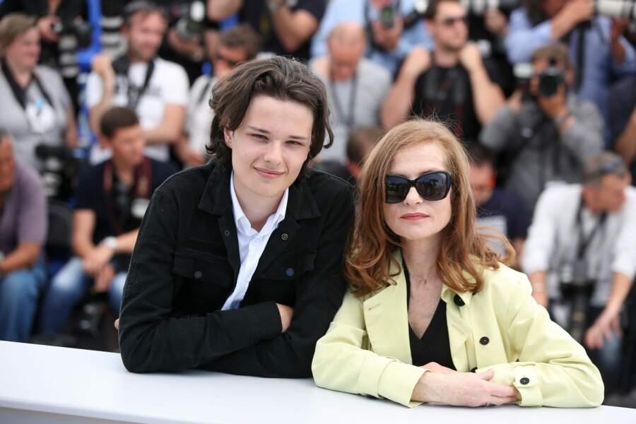 Jules Benchetrit a joué au côté de la célèbre et oscarisée actrice française Isabelle Huppert dans Asphalte en 2015