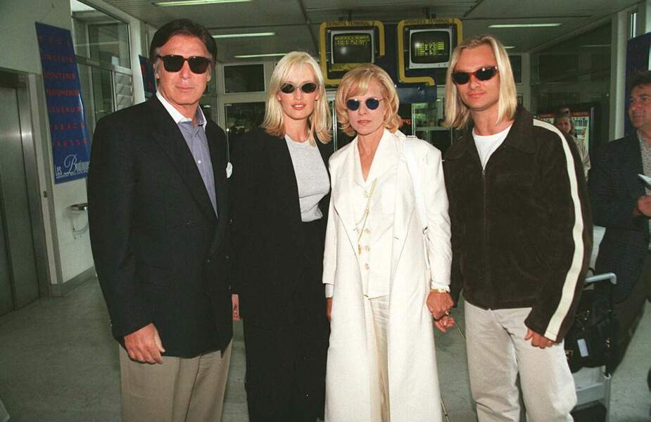 Tony Scotti, Estelle Lefébure, Sylvie Vartan et David Hallyday lors du 49e Festival de Cannes en 1996