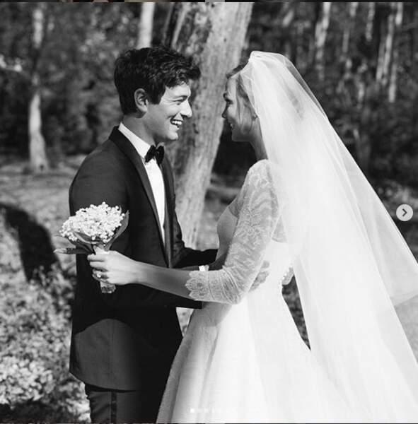 Cheveux en bataille et costume noir, Joshua Kushner un marié chic et cool pour Karlie Kloss