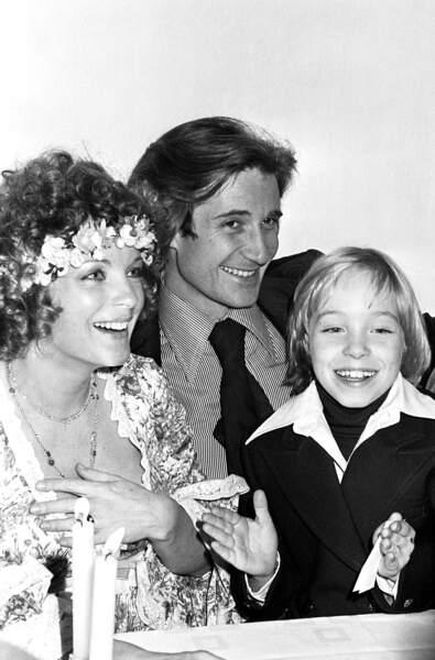 Romy Schneider (avec son fils David) lors de son mariage avec Daniel Biasini le 18 décembre 1975