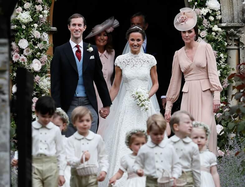 Mariage de Pippa Middleton (en robe Giles Deacon) et James Matthews à Englefield, le 20 mai 2017