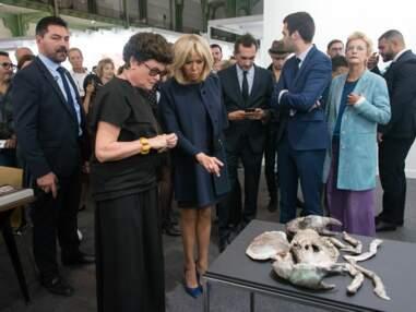 PHOTOS – Brigitte Macron à la FIAC, la première dame du style ose un look pointu