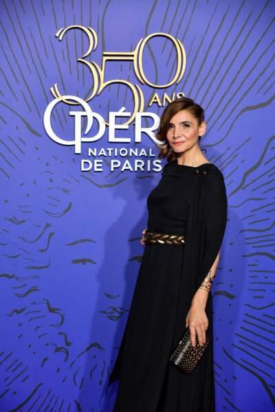 Clotilde Courau reine de la soirée anniversaire du palais Garnier avec son chignon chic