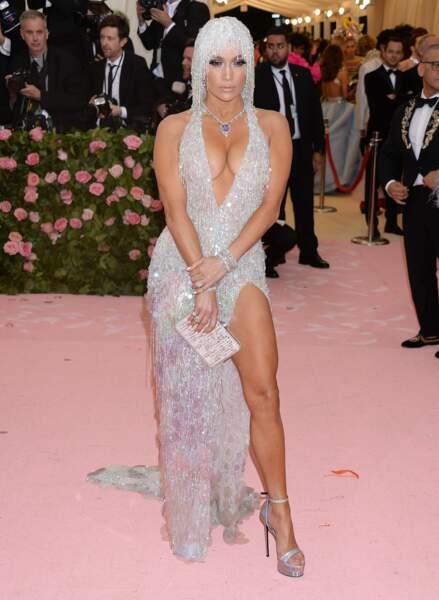 A 50 ans, Jennifer Lopez affiche une silhouette de rêve entretenue par un régime zéro sucre.