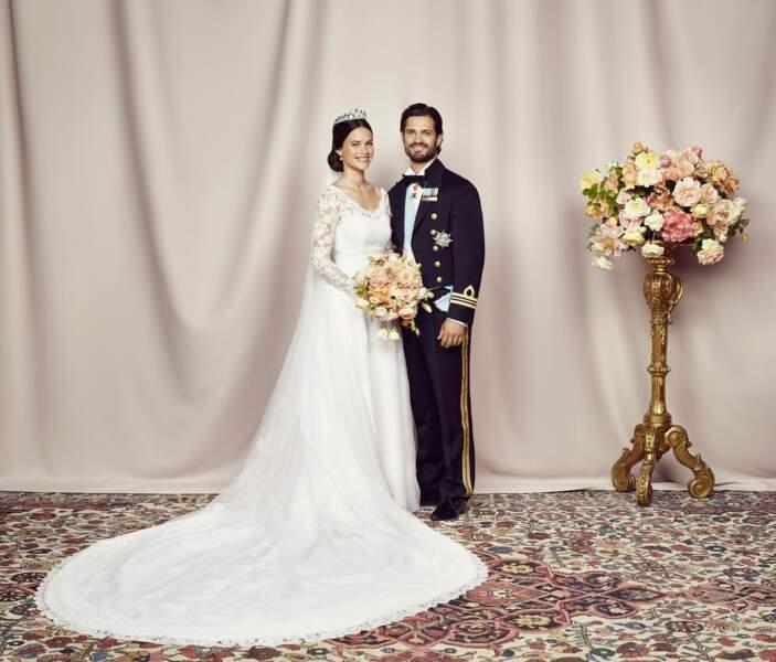 Photo officielle du mariage de Sofia (en robe Ida Sjöstedt) et Carl Philip de Suède le 13 juin 2015 à Stockholm