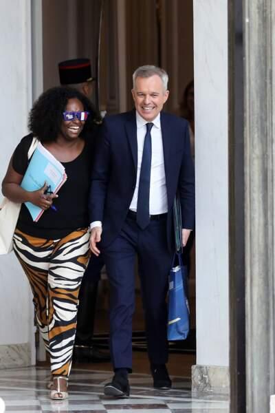 Sibeth Ndiaye portait un accessoire étonnant à sa sortie du conseil des ministres