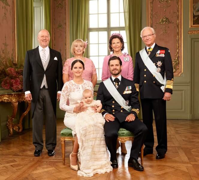 La famille royale de Suède réunie pour le baptême du prince Alexander en septembre 2016