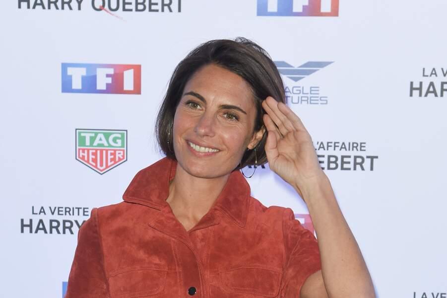 """Alessandra Sublet et son carré court, à la première de """"La vérité sur l'affaire Harry Quebert"""" à Paris en 2018"""