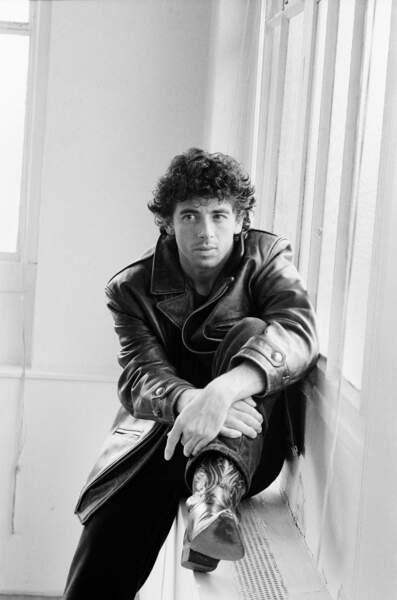 """Patrick Bruel sur le tournage du film """"Profil Bas"""" de Claude Zidi, en 1993"""