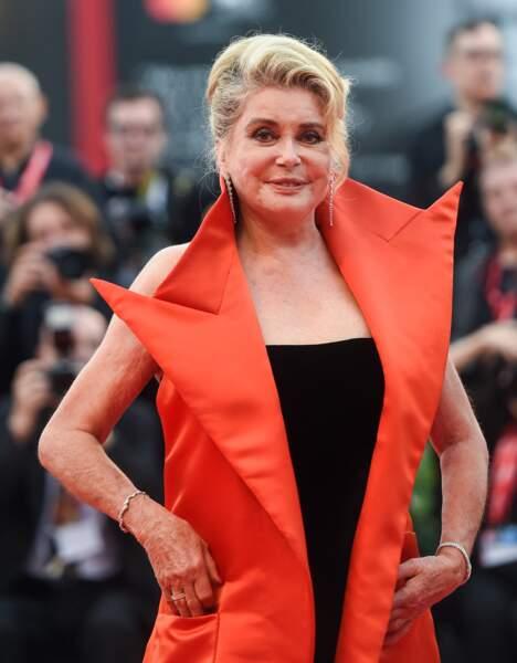 A l'occasion de l'ouverture de la Mostra de Venise ce mercredi 28 août, Catherine Deneuve a foulé le tapis rouge.