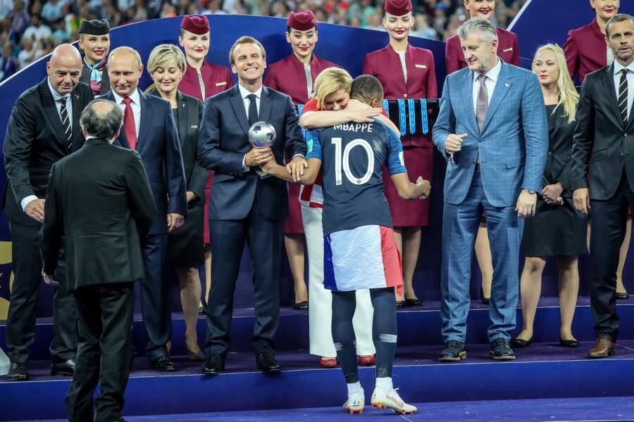 Emmanuel Macron et la présidente de Croatie Kolinda Grabar-Kitarovic lors de la victoire