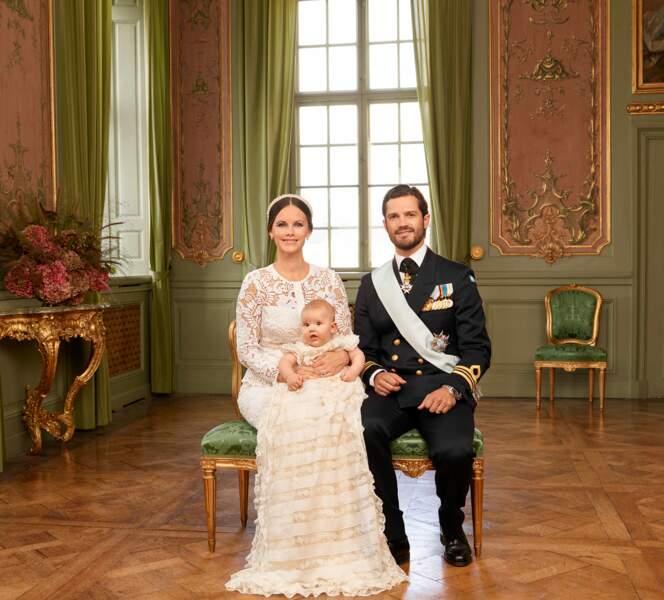 Photo officielle de Carl Philip et Sofia de Suède à l'occasion du baptême de leur fils Alexander, le 9 septembre 20