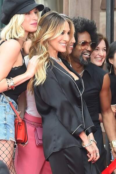 Sarah Jessica Parker en compagnie de plusieurs figurants durant le tournage de la prochaine campagne Intimissimi.
