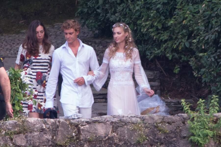 Les fleurs dans les cheveux de la princesse Béatrice Borromeo lors de son pré-mariage religieux en Italie