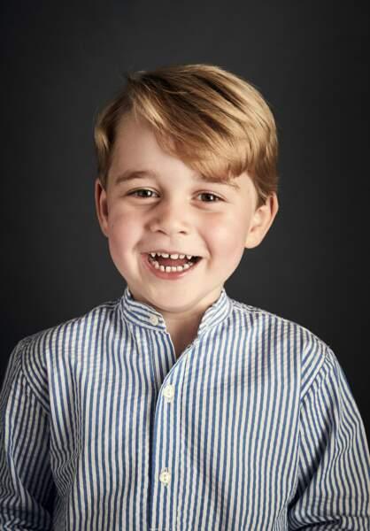 Portrait officiel du prince George lors de son 4ème anniversaire, en juillet 2017