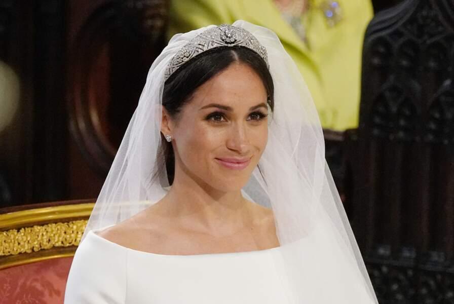 Meghan Markle, coiffée d'un chignon bas orné d'un diadème, un look sobre et romantique pour son mariage, le 19 mai 2018.