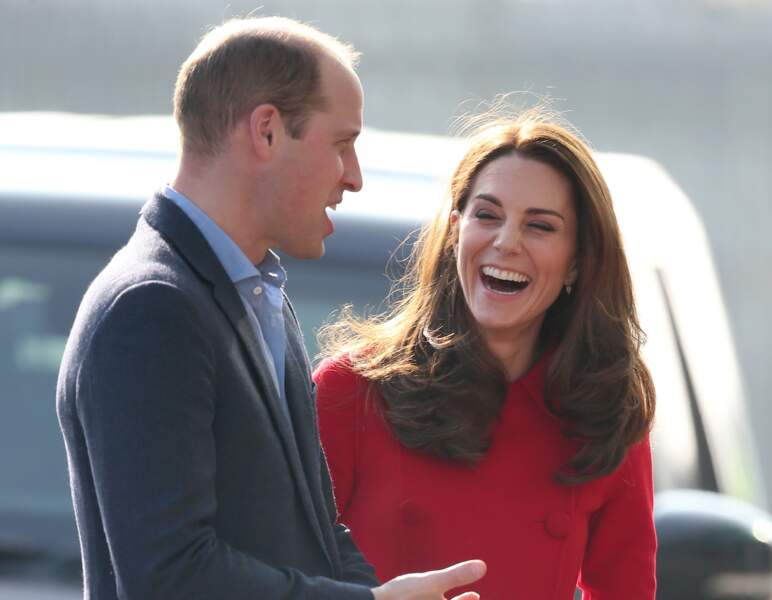 Kate Middleton aux côtés de son époux le prince William en voyage officiel à Belfast, le 27 février 2019.