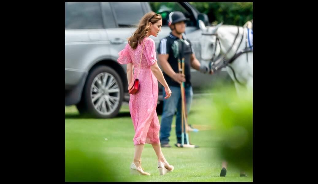 Kate Middleton porte une robe plus décontractée pour un tournoi de polo, le 10 juillet 2019.