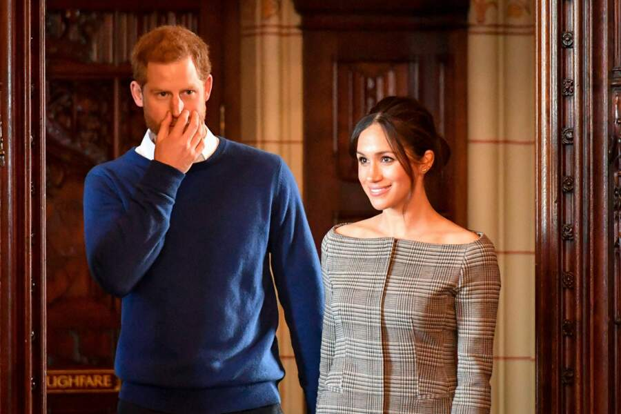 Le prince Harry et Meghan Markle (en veste à imprimé Prince de Galles Theory), à Cardiff le 18 janvier 2018